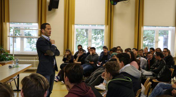 Bundestagsabgeordneter Albert Rupprecht besucht Wirtschaftsschüler