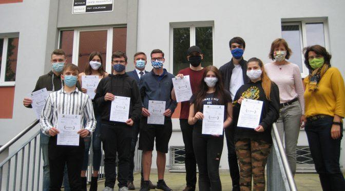 Projektgruppe Schule ohne Rassismus – Schule mit Courage und Medien für besonderes Engagement ausgezeichnet