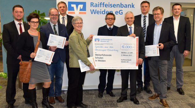 """""""Raiffeisenbank Weiden übergibt Spende – und wir sagen """"DANKE"""""""
