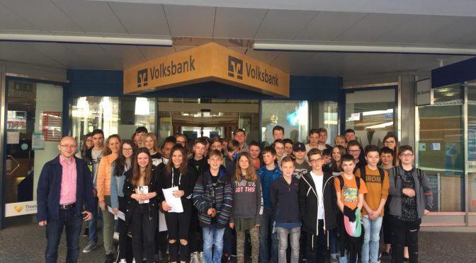 Besuch der 7. Klassen bei der Volksbank Raiffeisenbank Nordoberpfalz eG